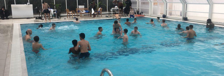 i-team-inglesi-in-piscina-al-joli-park-hotel